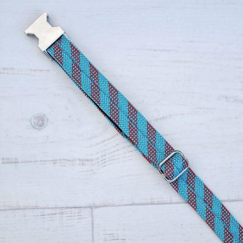 tau-halsband-blau-rot-gestreift-detail-schnalle