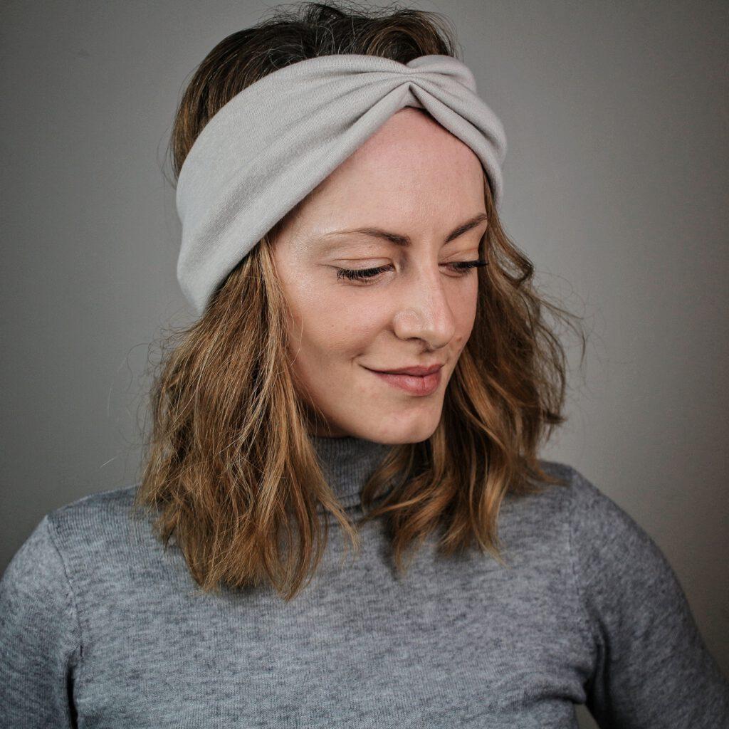 haarband-grau-knoten-twist-schleife