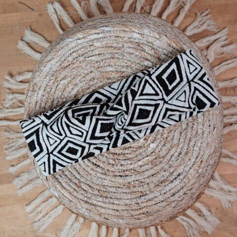 stirnband-geometrisches-muster-schwarz-weiss